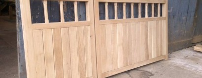 Solid Oak Leaf Gates